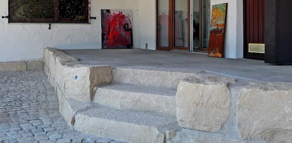Terasse aus Jura-Kalkstein.