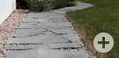 Gehweg aus Maggia-Granit.